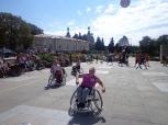 Pokaz Koszykówki na Wózkach na Placu Artystów w Kielcach